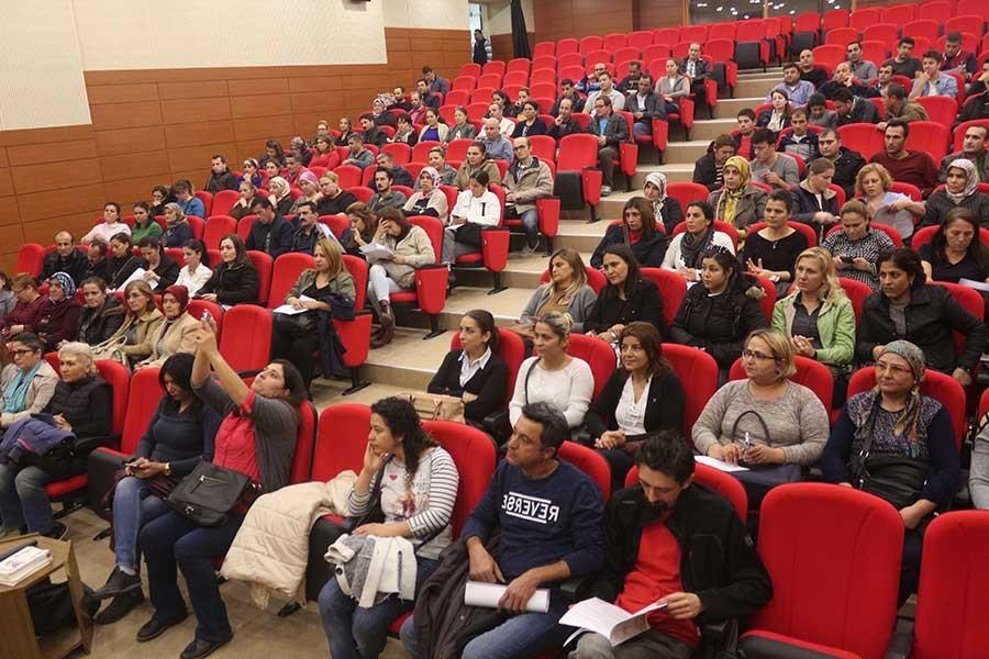 Ege Üniversitesi'nde taşeron işçiler ilk TİS'ini imzaladı