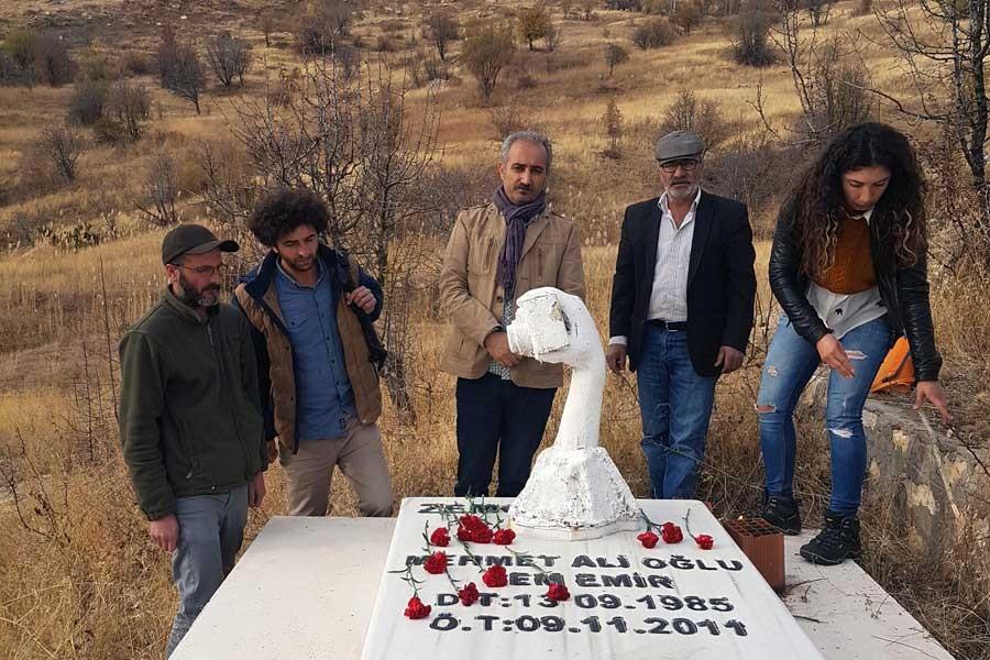 Cem Emir ve Sebahattin Yılmaz mezarları başında anıldı