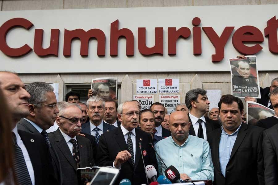 Kemal Kılıçdaroğlu, Cumhuriyet gazetesini ziyaret etti