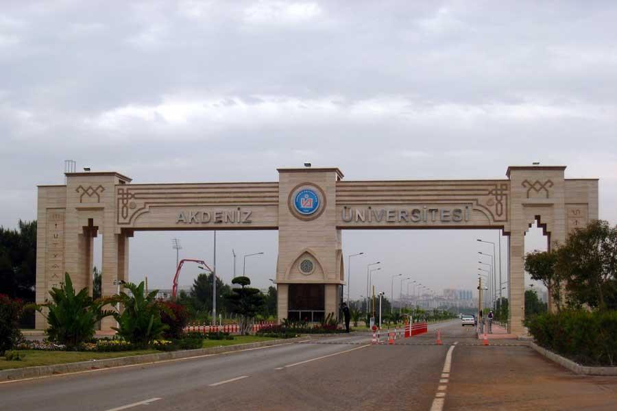 Savcı 'Kovuşturmaya yer yok' dedi, üniversite ceza yağdırdı