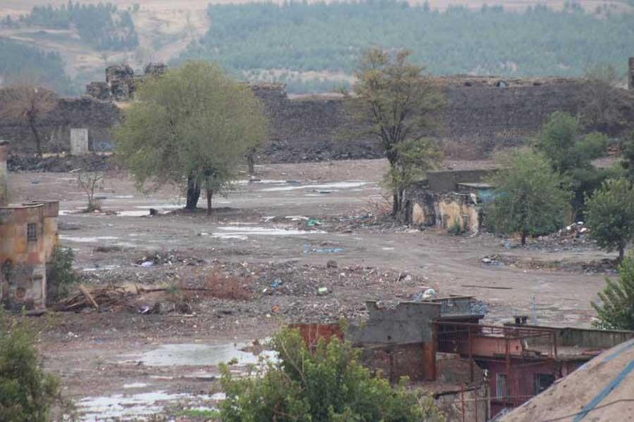 Sur'da 4 mahalle yıkıldı