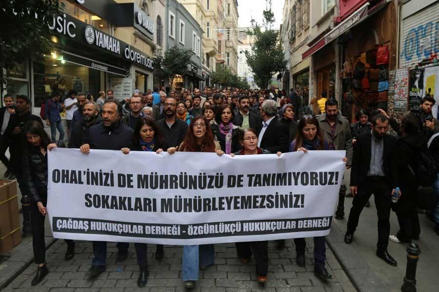 Dernekleri mühürlenen avukatlar: Mücadeleye devam edeceğiz