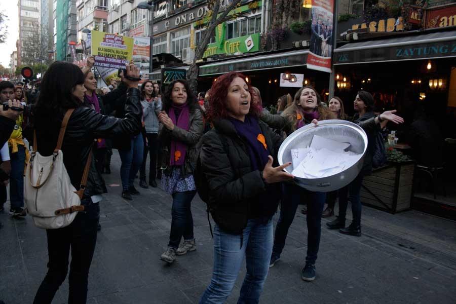 Polis, kadınların 'kazan kaynatma' eylemini engelleyemedi