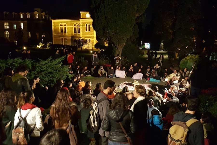 Boğaziçi'de öğrencilerden 'Rektörlük' protestosu