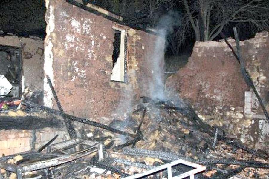 Evde çıkan yangında iki kız kardeş can verdi