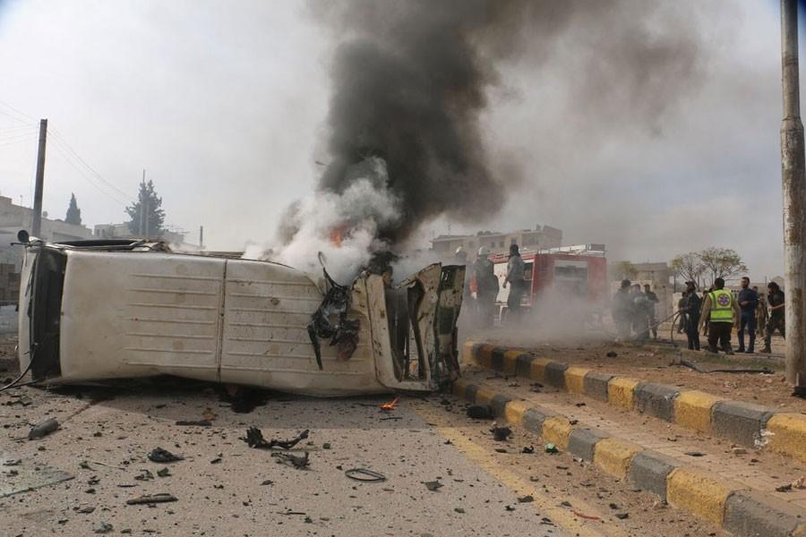 IŞİD, Azez'de bombalı araç patlattı: Ölü ve yaralılar var