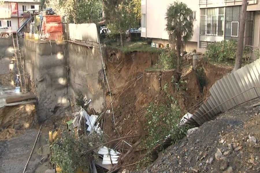 Kadıköy'deki inşaatta toprak kayması