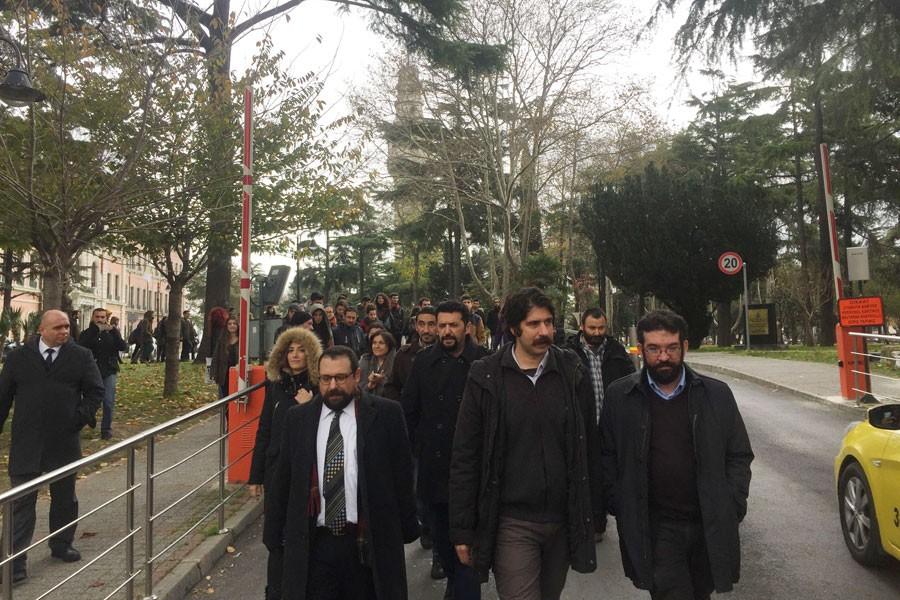 İÜ'de görevden alınan akademisyenlerden 'son ders'