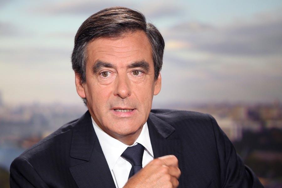 Fransa'da sağın Cumhurbaşkanı adayı seçiminde Fillon önde