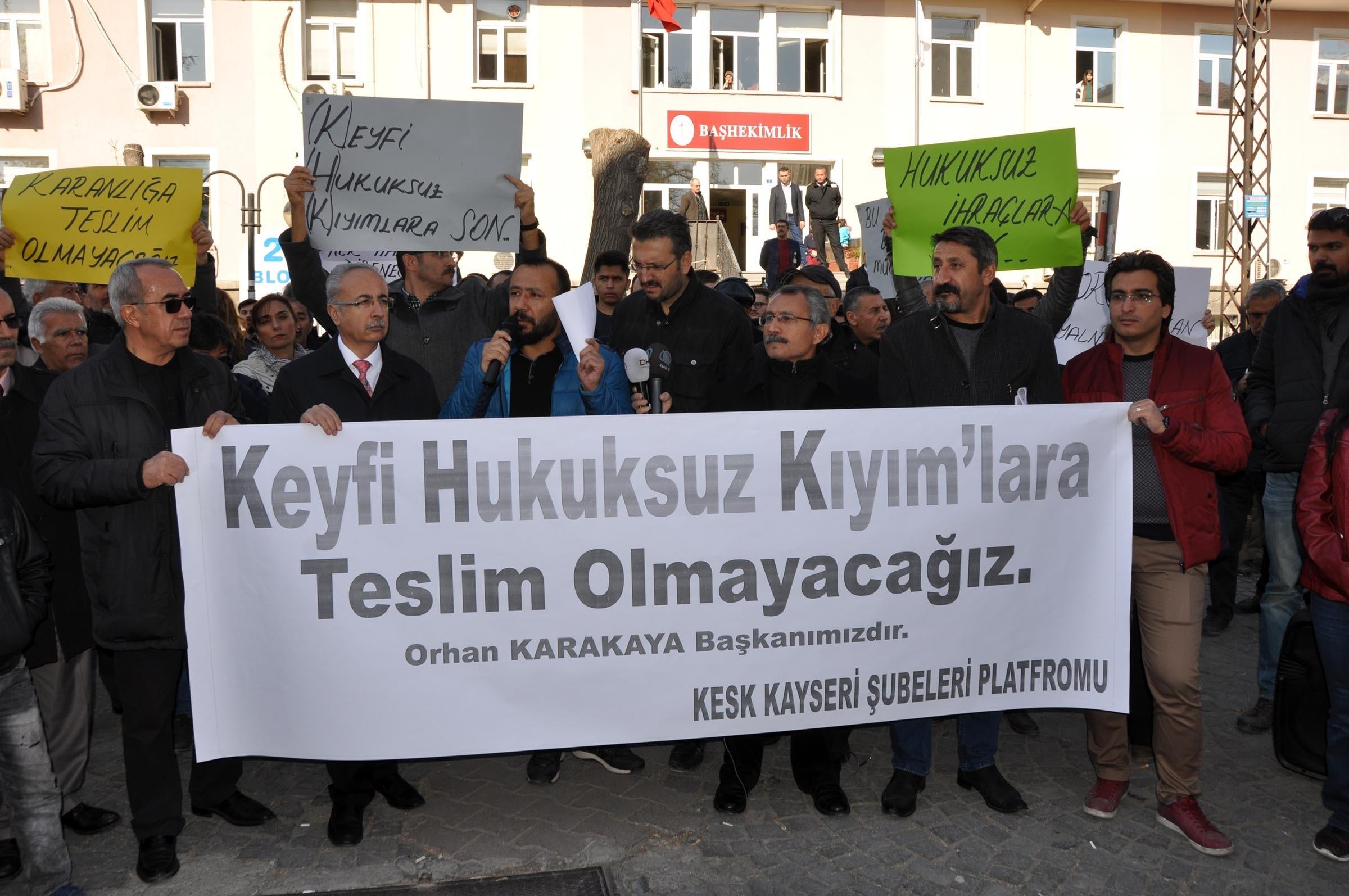İhraç edilen SES üyesi için hastane önünde eylem