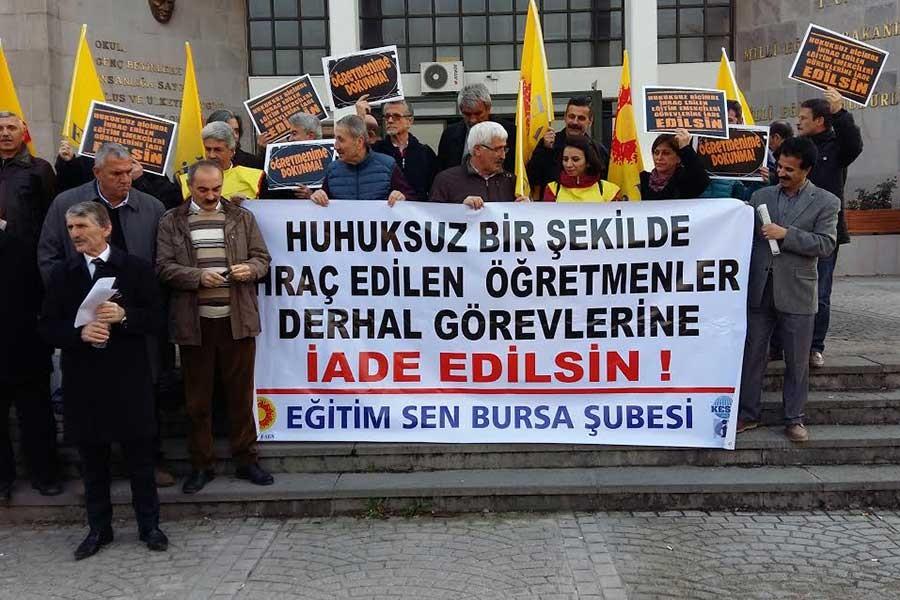 Bursa'da eğitimciler ihraç ve açığa almaları protesto etti