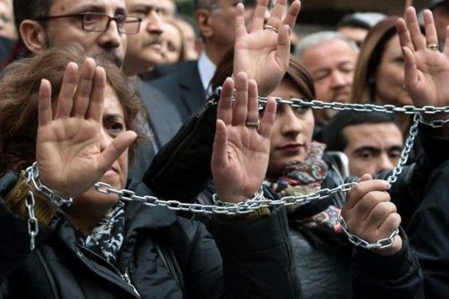 OHAL'de gazetecilik: Tutuklama,  kapatma, işsizlik...