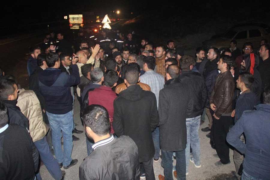 Urfa'da halk elektrik kesintilerini protesto etti