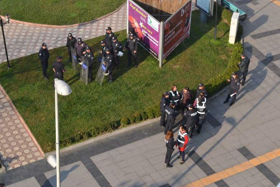 Kocaeli'de CHP'nin 25 Kasım açıklamasına polis engeli