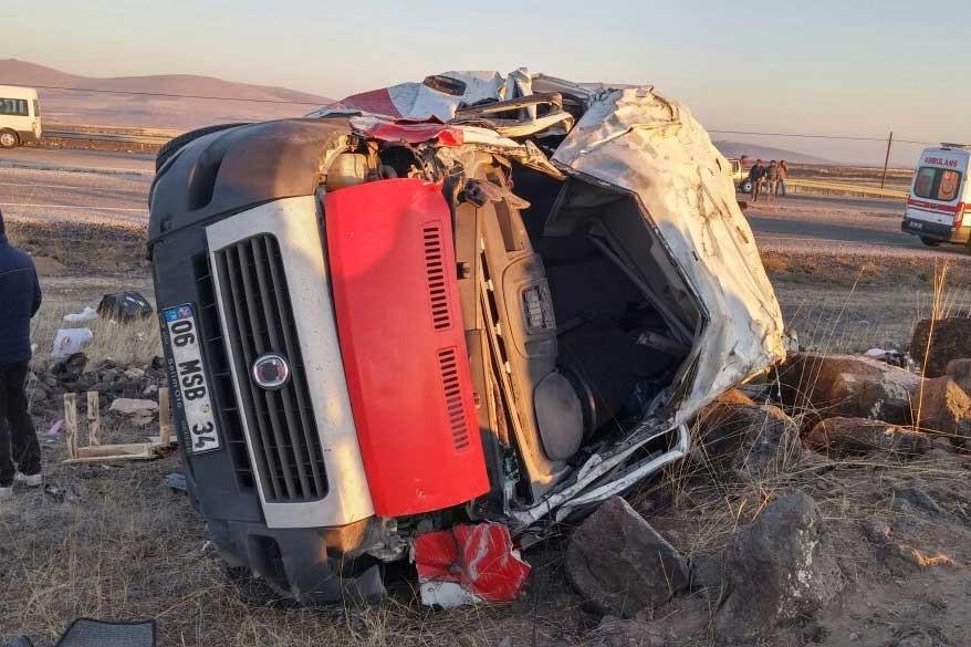Nevşehir'de tiyatrocular kaza geçirdi: 1 ölü, 1 yaralı