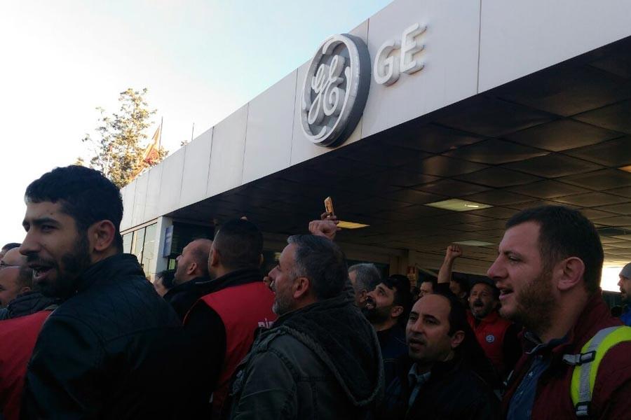 General Elektrik işçileri vardiya çıkışında eylem yaptı