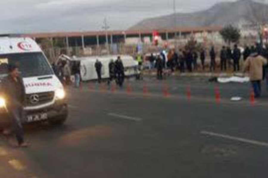 İşçileri taşıyan 2 minibüs çarpıştı: 27 yaralı