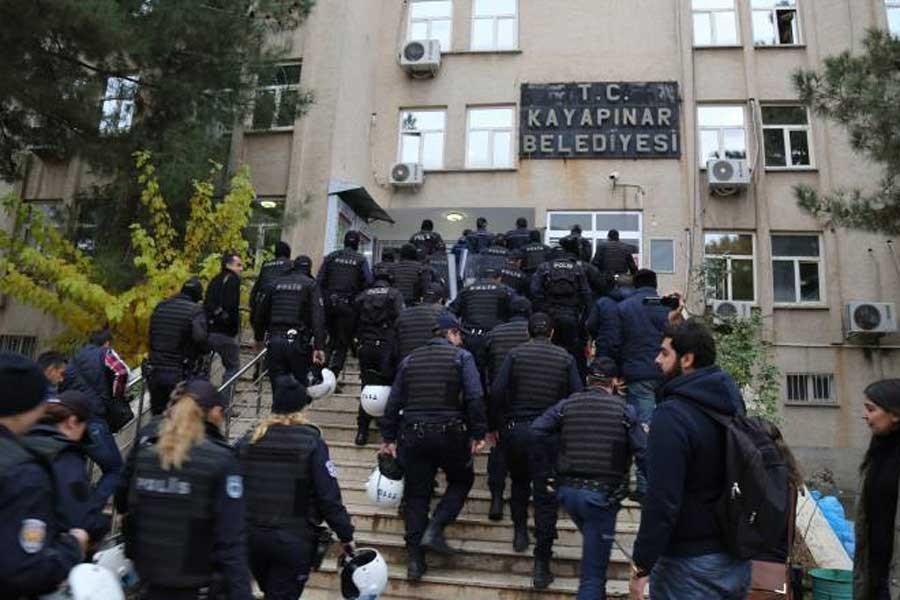 DBP'li iki belediye başkanına gözaltı