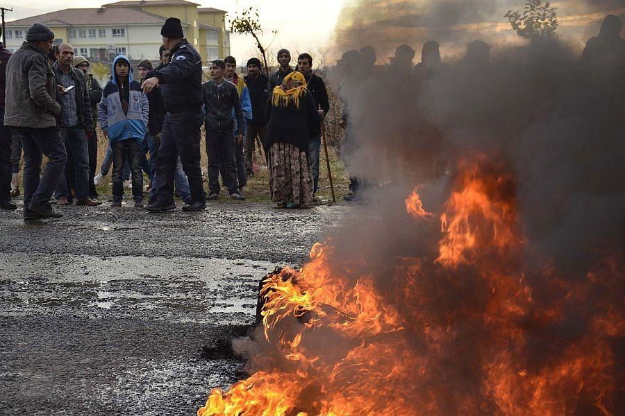 Siverek'te elektrik kesintileri protesto edildi