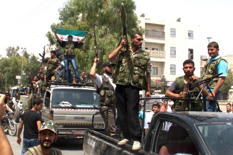 ABD destekli ÖSO komutanı IŞİD'e geçti