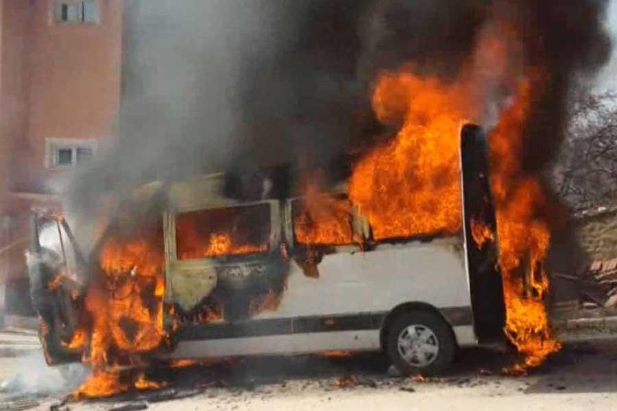 Bozüyük'te öğrenci minibüsü alev alev yandı