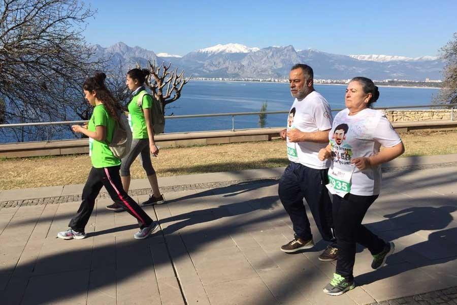 Emel Korkmaz'ın koşu kampanyasına ödül