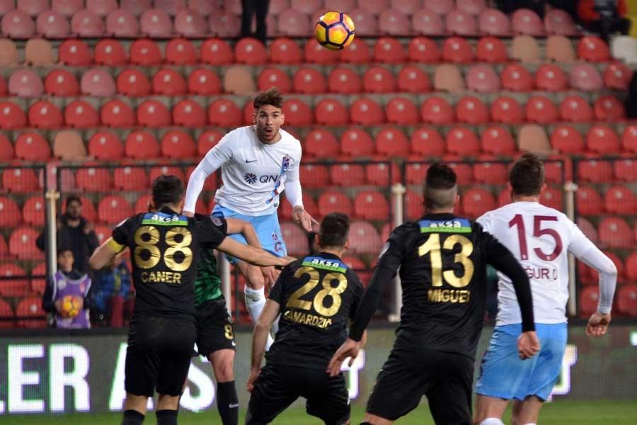 Trabzonspor, Akhisar deplasmanından 3 puanla döndü