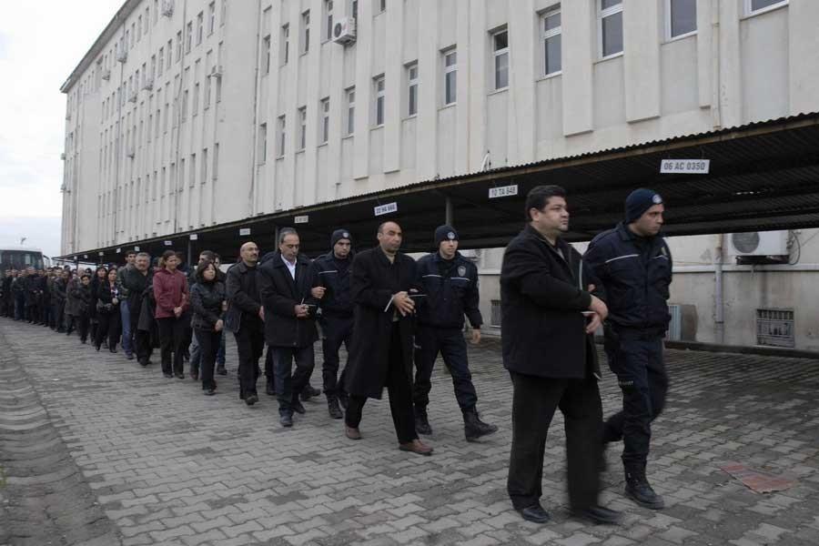 """Cumhurbaşkanlığı, """"KCK davası'na """"kumpas"""" dedi, davalar ise sürüyor"""