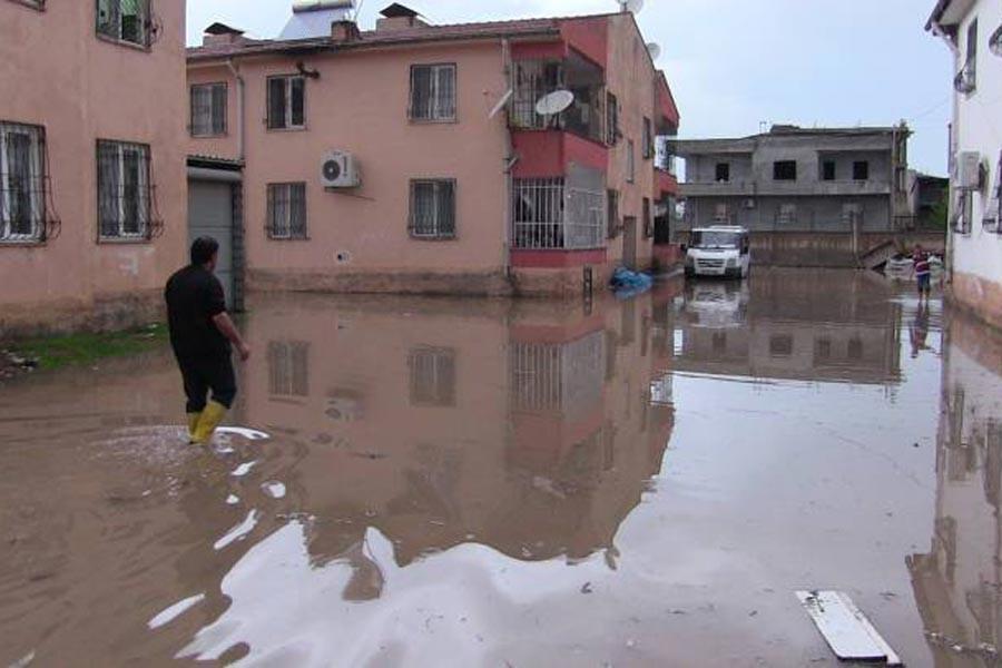 Batman'da şiddetli yağış: Birçok ev sular altında kaldı