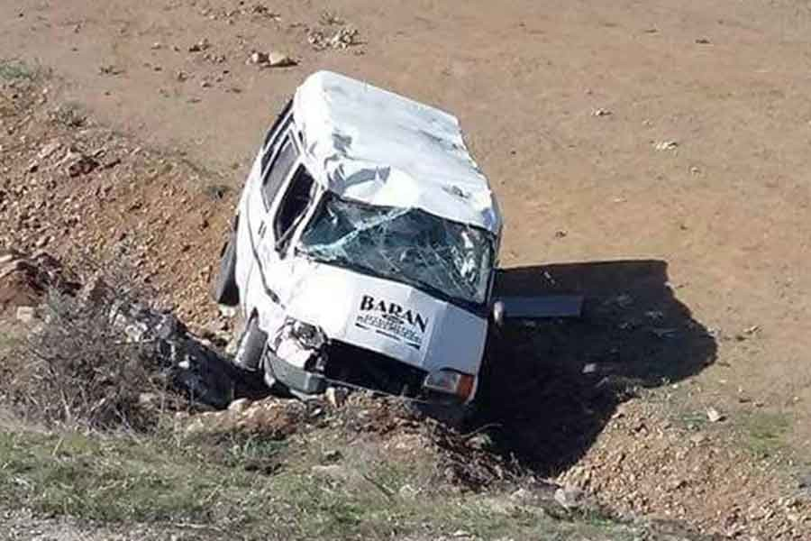 Öğrencileri taşıyan minibüs devrildi: 6 yaralı