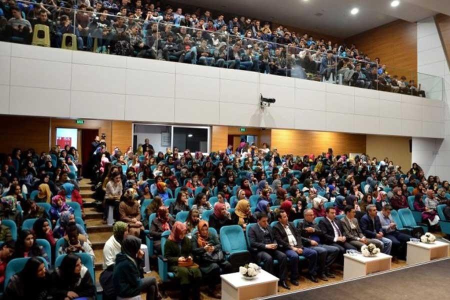 İzmir'de öğrenciler zorla tarikat sohbetlerine gönderiliyor