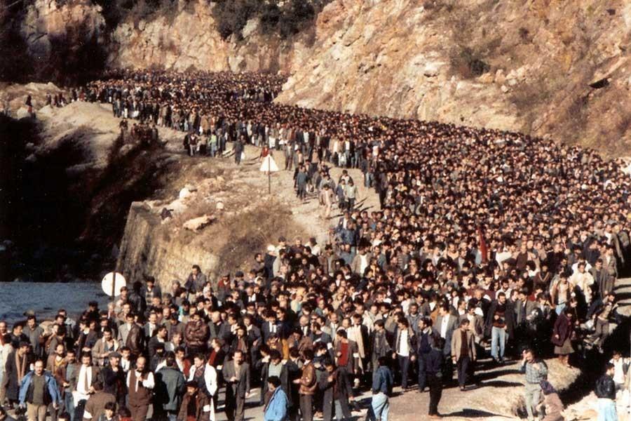 İşçiler darbe karanlığını grevlerle yırttı