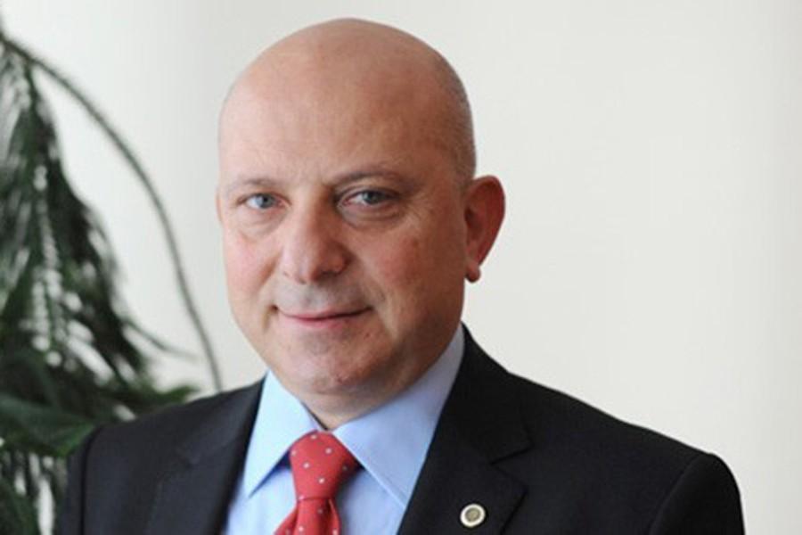 Rektör İbiş'in oğlu kontenjan 8'e çıkınca Ankara Tıp'a geçti