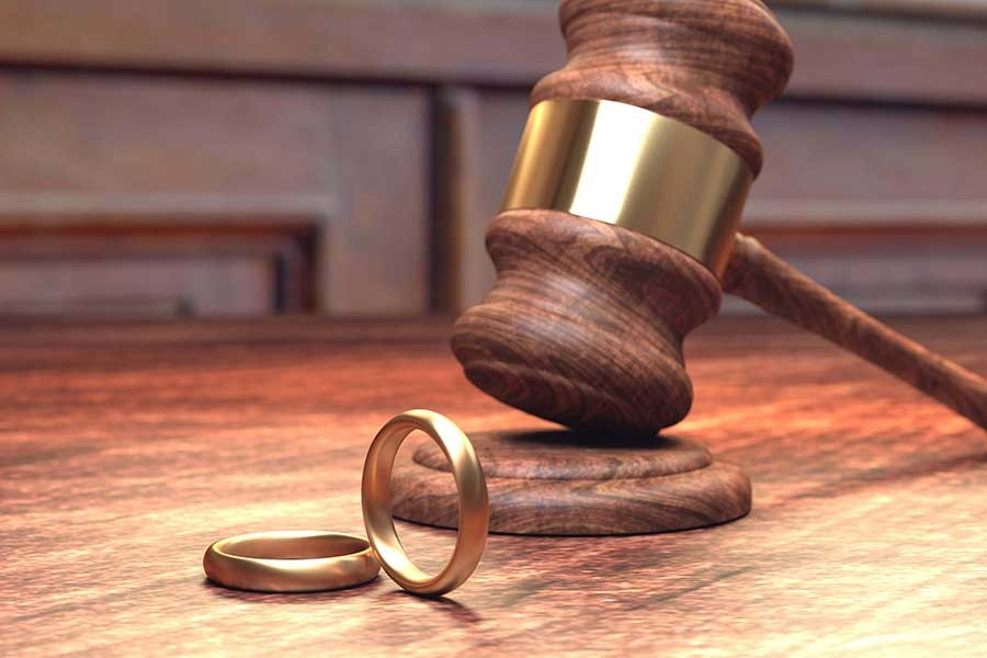 Yargıtay, eşini casus yazılımıyla izleyen erkeği haklı buldu