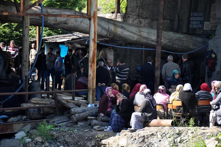 Maden göçüğünde kalan 2 işçiyi kurtarma çalışmaları sürüyor