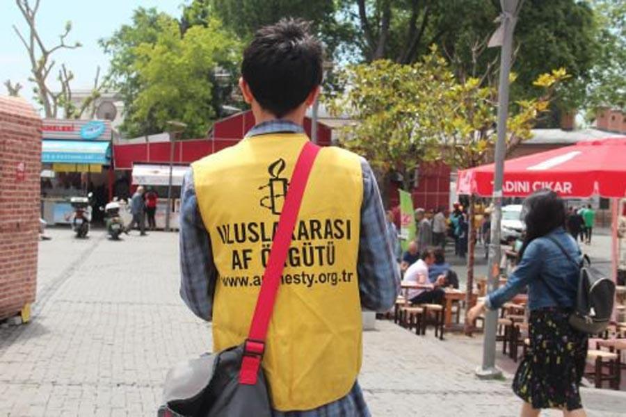 Uluslararası Af Örgütü'nde yüzyüzeciler iş bırakıyor