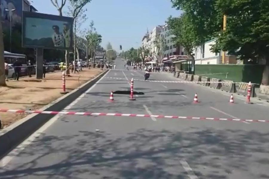 Beşiktaş'ta metro çalışmalarından dolayı yol çöktü