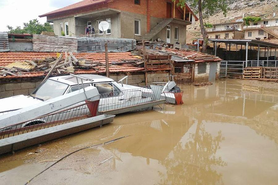 Isparta'da sağanak yağmur sele neden oldu