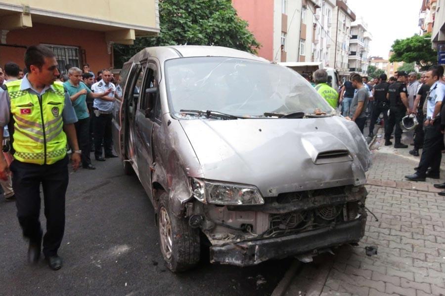 Sancaktepe'de bir minibüs 2 çocuğu ezdi