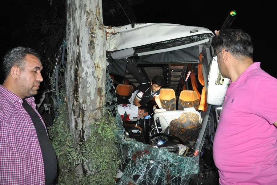 Yolcu otobüsü ile kamyon çarpıştı: 1 ölü, 20 yaralı