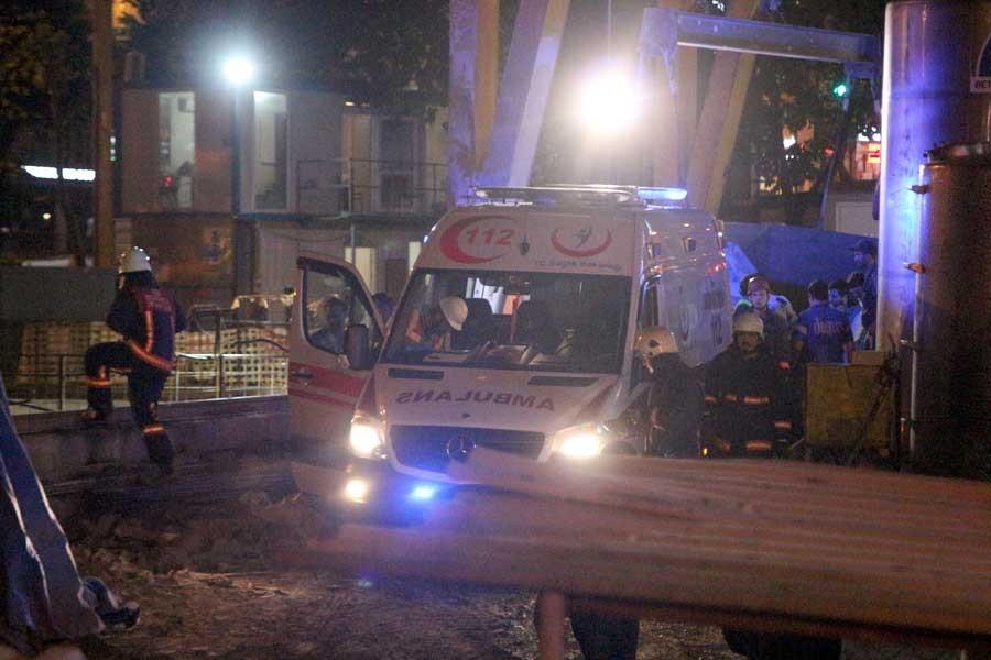 Beşiktaş metro inşaatında üstüne kaya düşen işçi yaralandı