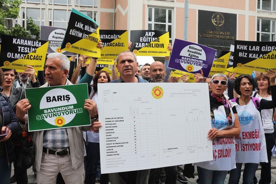 Öğretmenler AKP'ye karne verdi: Gericilik 10, Bilimsellik 0