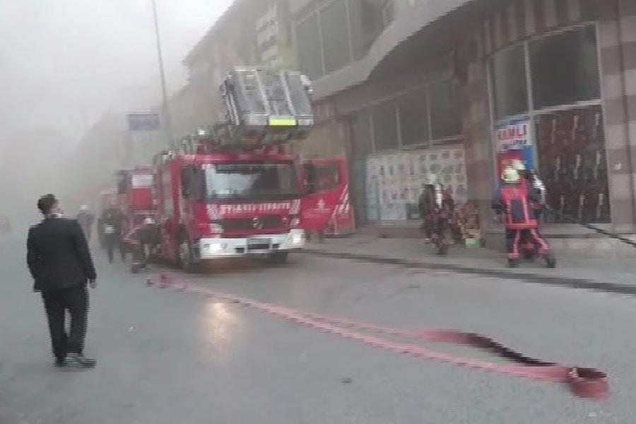 Beyoğlu'da kafede yangın çıktı