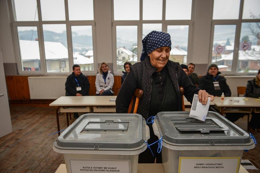 Kosova erken genel seçimler için sandık başında