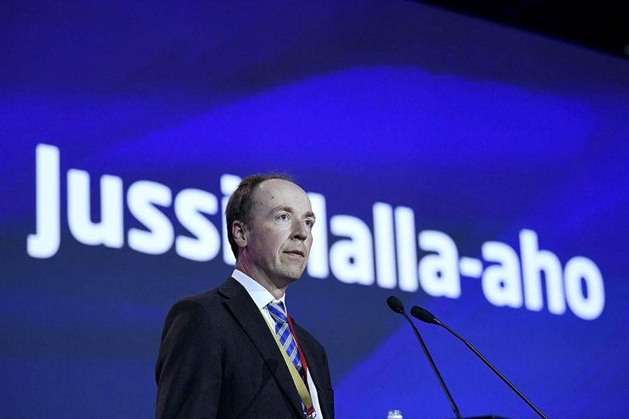 Finlandiya'da hükümet düşmekten 'kurtarıldı'