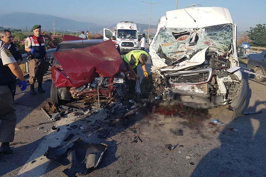Torbalı'da trafik kazası: 2 ölü, 10 yaralı