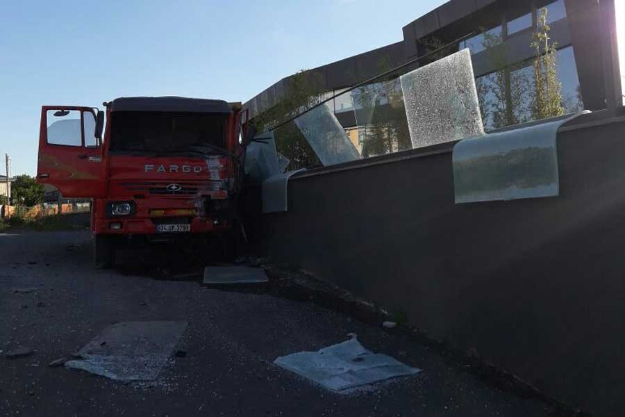 Hafriyat kamyonları tehlike saçmaya devam ediyor