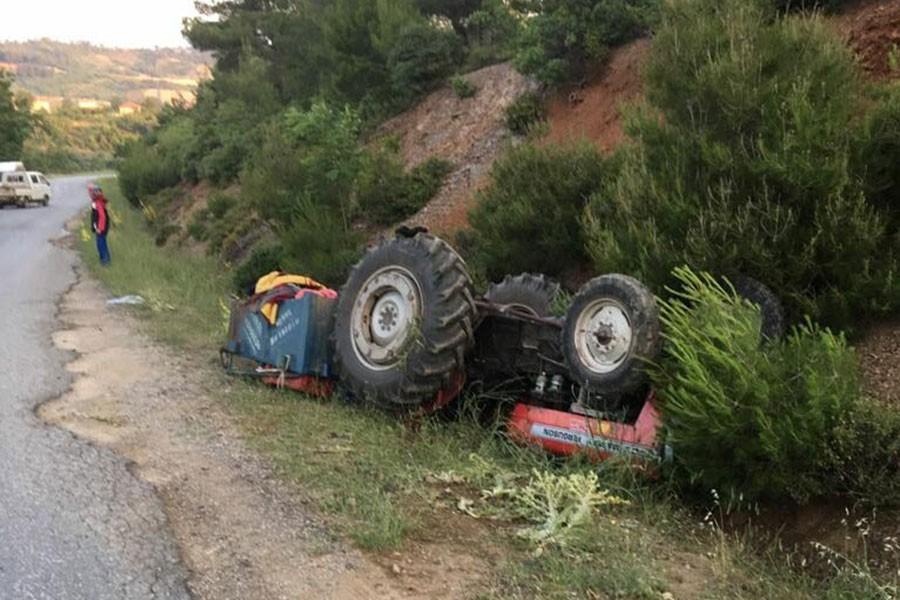 Traktör devrildi: 5 yaralı
