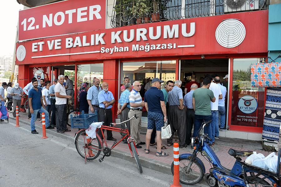 Adana'da ucuz et kuyruğu
