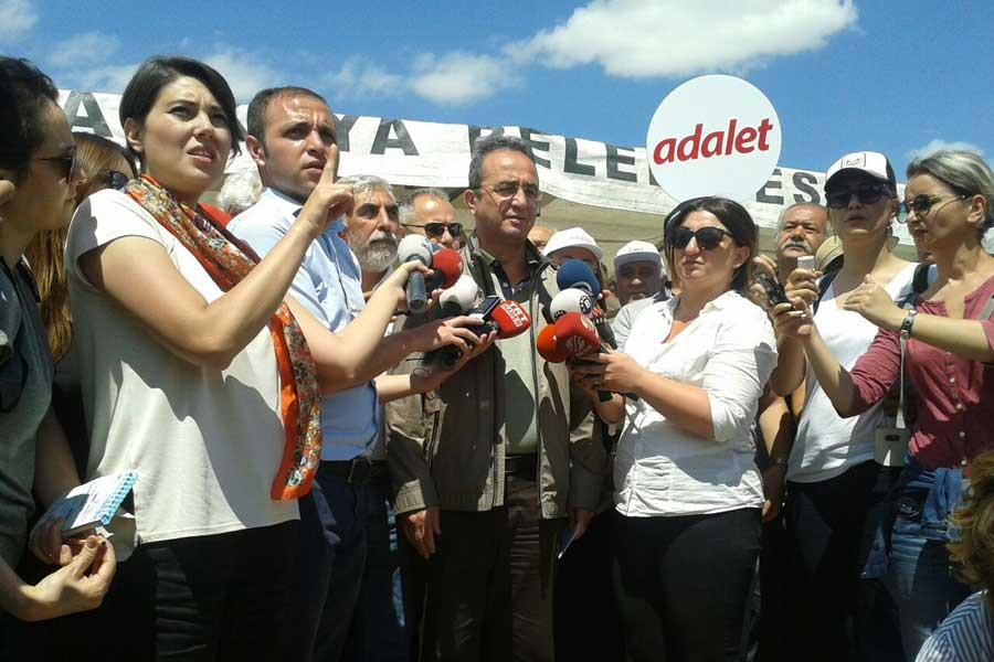 CHP'li Tezcan: Provokasyona davetiye çıkarıyorlar